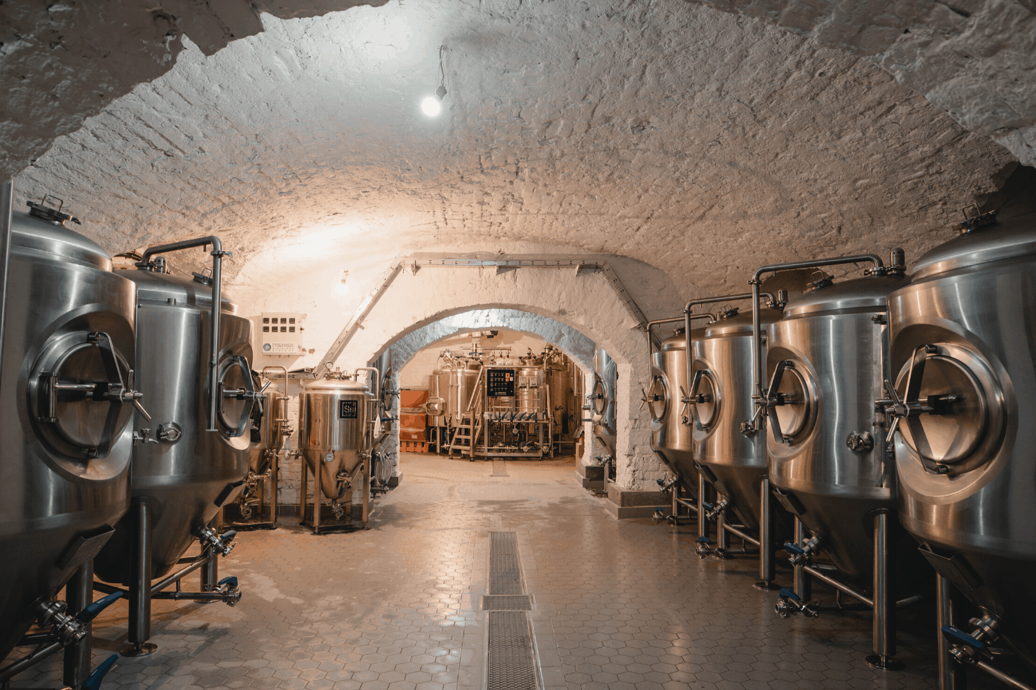 Gravity Budapest - Premier Production Brewery - Beer tanks